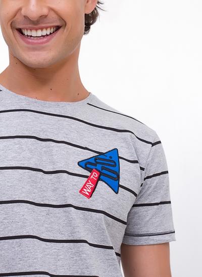 Camiseta Listrada com Patches