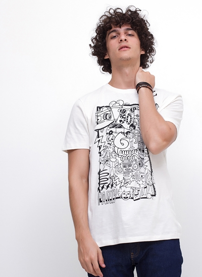 Camiseta Doodle em Flamê