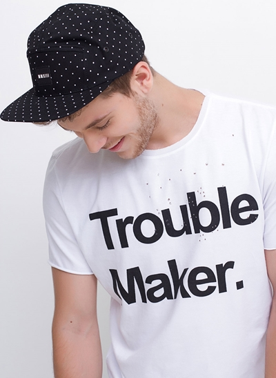 Camiseta Trouble Maker com Furos