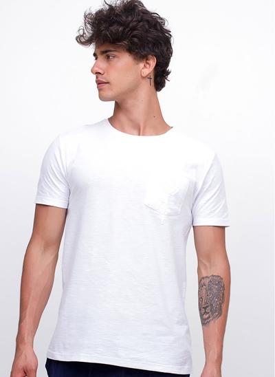 Camiseta com Bolso Bordado Floral