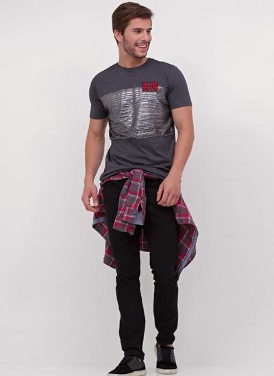 Camiseta com Recorte Metalizado