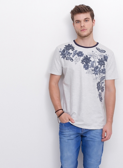 Camiseta Floral Lateral em Moletinho