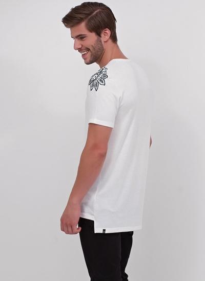 Camiseta Bordada Manga em Ribana