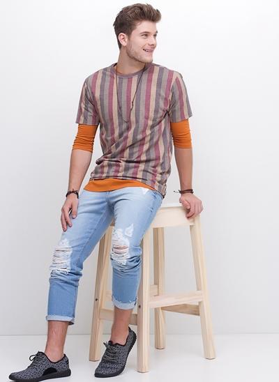 Camiseta com Listras Verticais