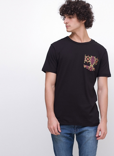 Camiseta com Bolso Tribal