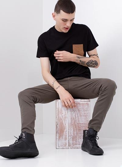 Camiseta com Bolso Suede