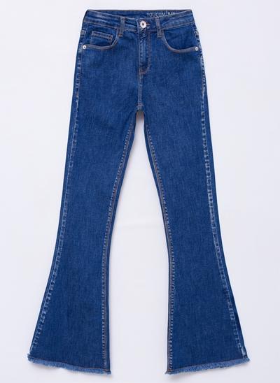 Calça Flare em Jeans com Barra Desfiada