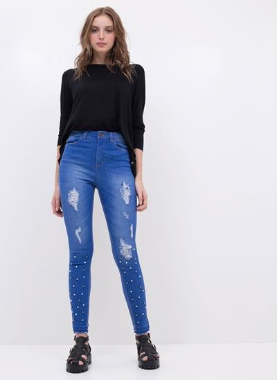 Calça Jeans com Pérolas Artificiais