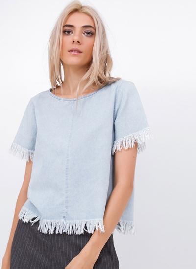 Blusa em Jeans com Barra Desfiada
